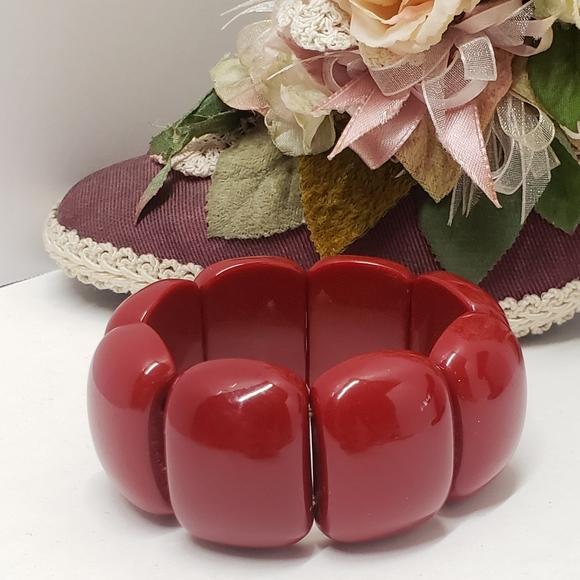 Vintage red lucite adjustable curved oval stretch bracelet